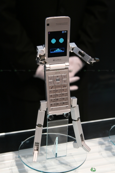Japanese phone transforms into robot